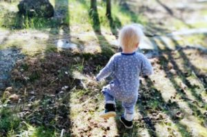 Lapsi metsässä